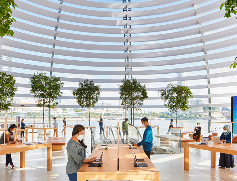 Apple Store at Marina Bay Sands Opened Its Doors
